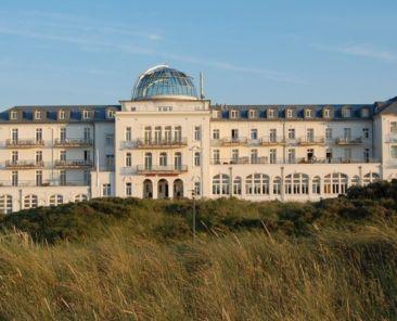 Beach Hotel Kurhaus Juist Front View