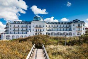 Frontansicht Strandhotel Kurhaus Juist