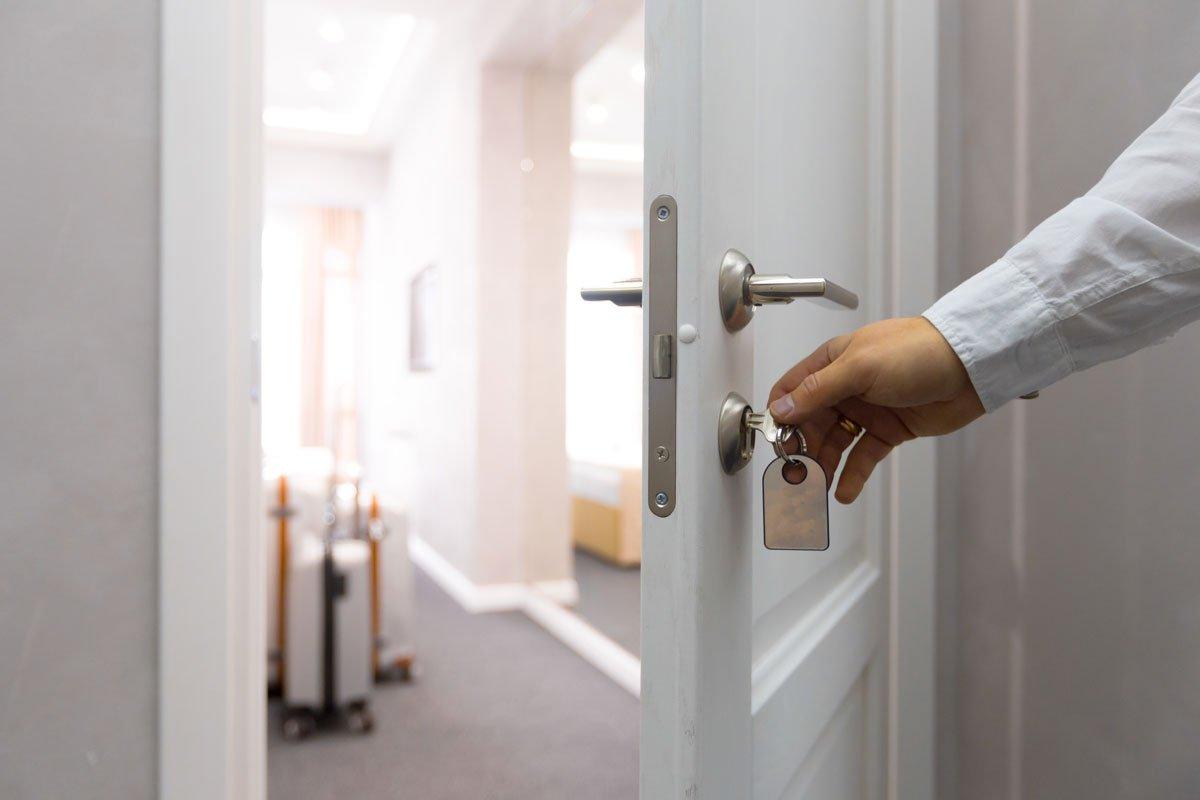 Hoteltür öffnen mit Schlüssel