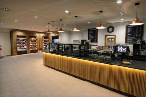 Kanne Café Karlsruhe Theke mit Shopbereich